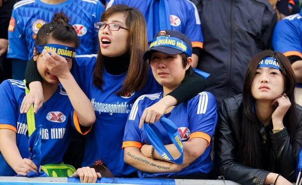 Cổ động viên nhiệt tình của đội tuyển than Quảng Ninh